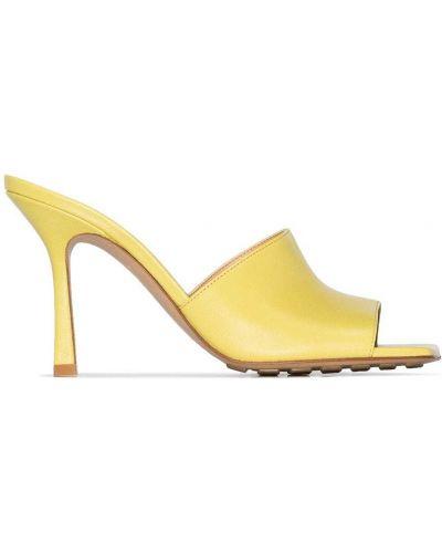 Желтые кожаные мюли на каблуке Bottega Veneta