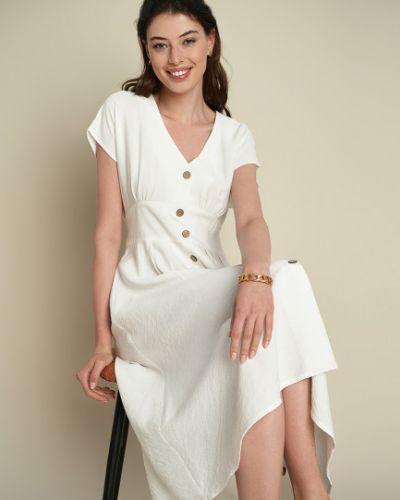 Приталенное белое платье с вырезом Ostin