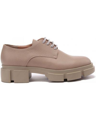 Кожаные бежевые туфли закрытые Pollini