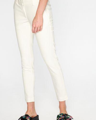 Белые зауженные брюки Silvian Heach