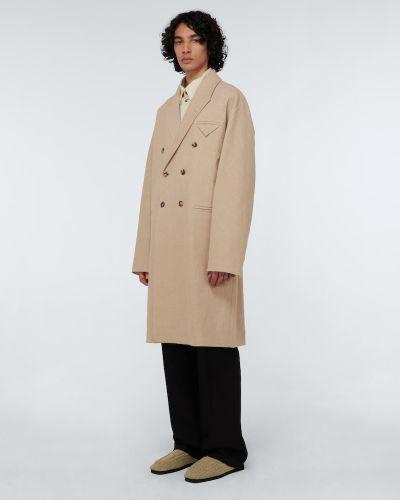 Beżowy płaszcz dwurzędowy Bottega Veneta