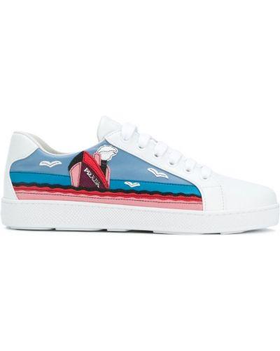 Белые кожаные кроссовки Prada