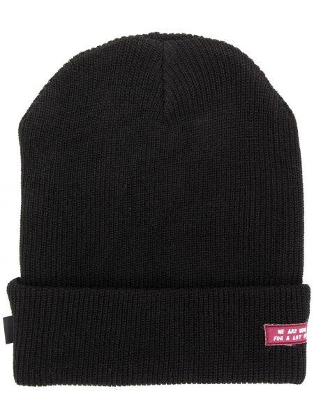 Prążkowana czarna czapka z akrylu Undercover