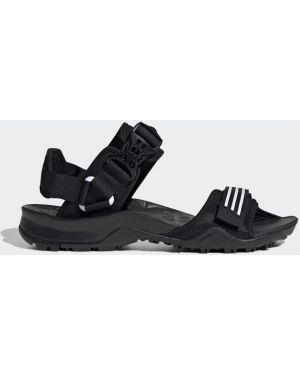 С ремешком черные сандалии Adidas