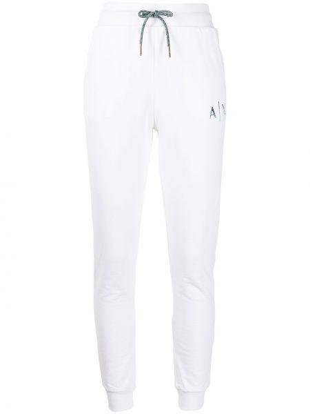 Хлопковые зауженные белые спортивные брюки Armani Exchange