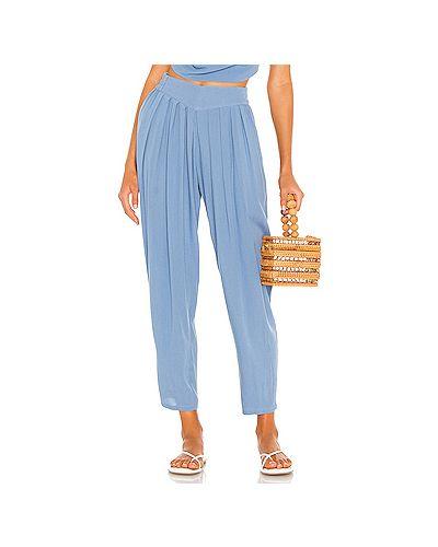 Синие плиссированные брюки с накладными карманами из вискозы Indah