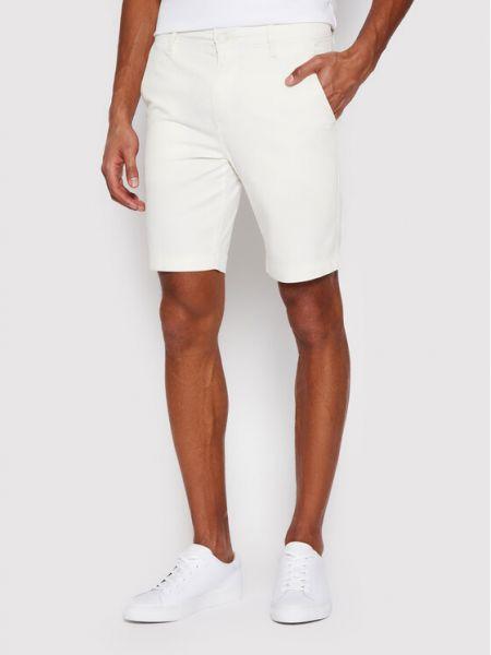 Białe szorty chinosy materiałowe Levi's