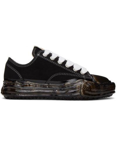 Czarne sneakersy sznurowane koronkowe Miharayasuhiro
