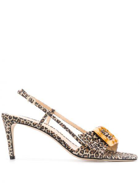 Коричневые открытые босоножки на каблуке с пряжкой Chloe Gosselin