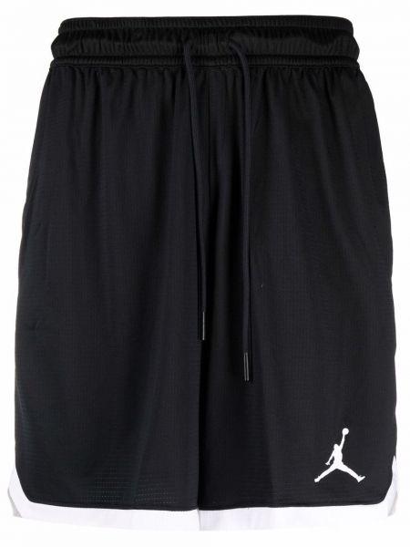 Черные спортивные шорты Nike