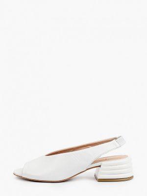 Белые кожаные босоножки Laremo