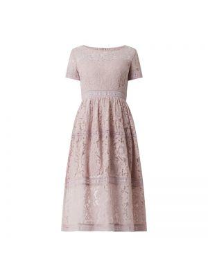 Różowa sukienka koktajlowa rozkloszowana koronkowa Apart Glamour