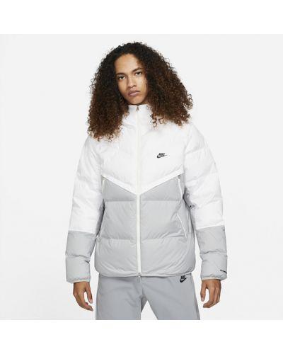 Белая облегченная куртка Nike