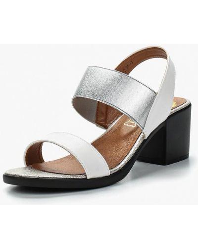 Белые босоножки на каблуке Inario