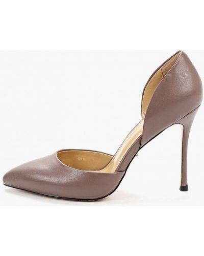 Туфли на каблуке кожаные бежевый Vitacci