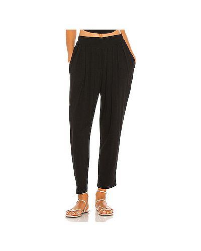 Черные плиссированные брюки с накладными карманами из вискозы Indah