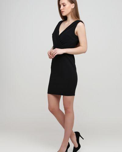 Черное платье без рукавов с вырезом No Brand