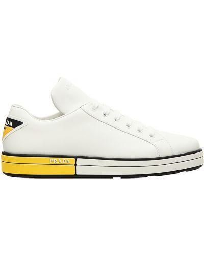 Кроссовки с логотипом на шнуровке Prada
