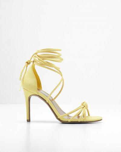 Босоножки на каблуке желтый Bonprix