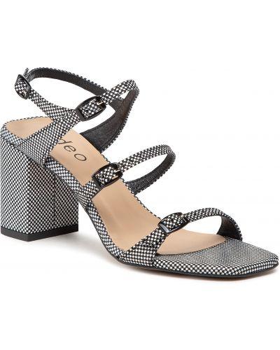 Białe sandały Edeo