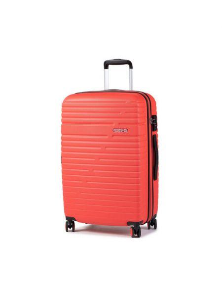 Czerwona walizka średnia American Tourister