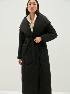 Черное пальто на синтепоне Zarina