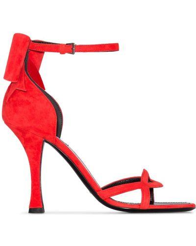 Красные сандалии с пряжкой на каблуке Fabrizio Viti