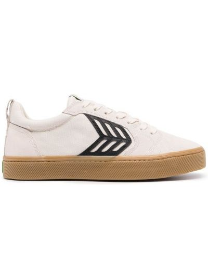Białe sneakersy zamszowe Cariuma