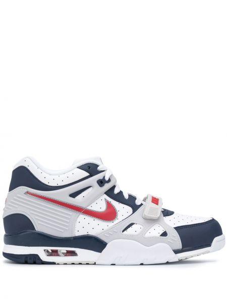 Biały włókienniczy sneakersy perforowany z łatami Nike