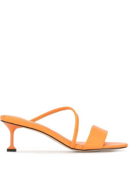 Кожаные оранжевые открытые босоножки на каблуке Mara & Mine