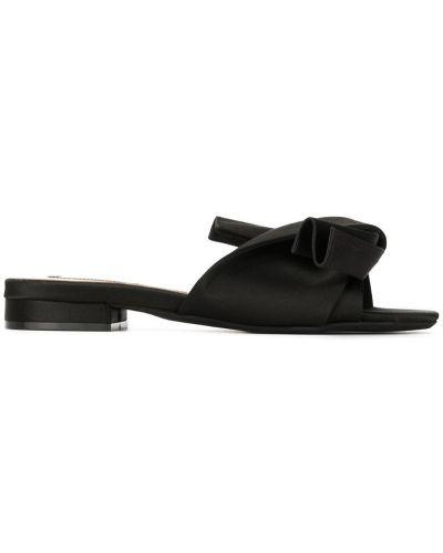 Сандалии черные на каблуке N21