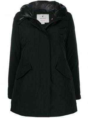 Черная куртка с капюшоном Woolrich