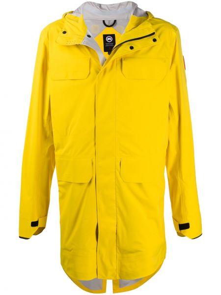 С рукавами желтое длинное пальто с капюшоном Canada Goose