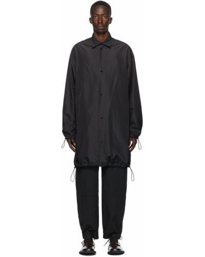 Satynowy czarny długi płaszcz z długimi rękawami Bottega Veneta