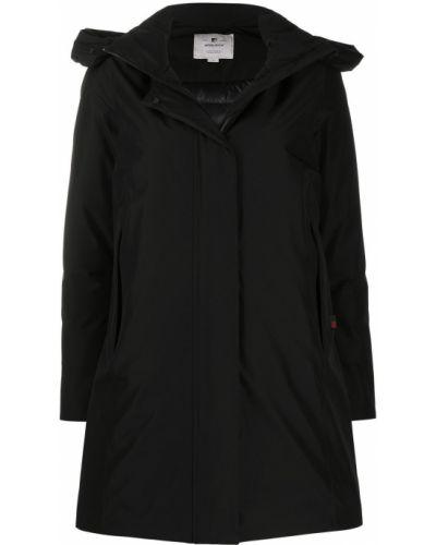 Черный дождевик с капюшоном из плащевки Woolrich