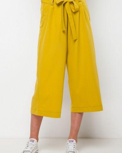 Желтые брюки Escena