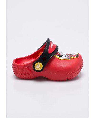 Красные босоножки Crocs