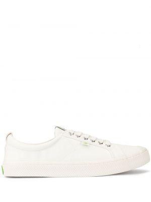 Białe sneakersy sznurowane płaska podeszwa Cariuma