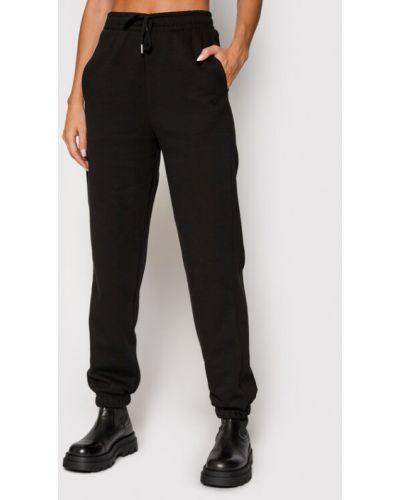 Czarne spodnie dresowe Gestuz