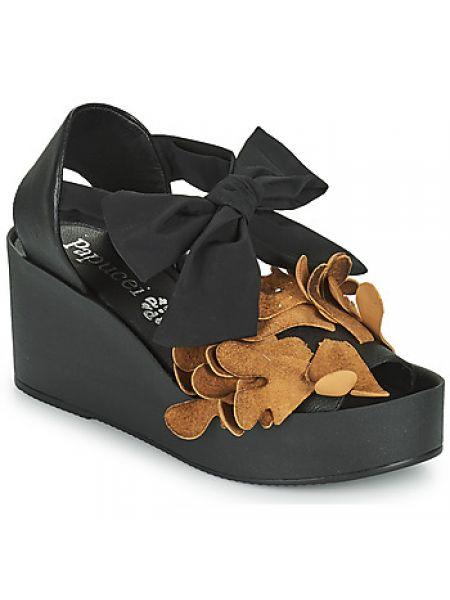 Czarne sandały Papucei