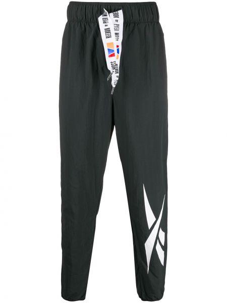 Czarne spodnie z haftem Reebok By Pyer Moss