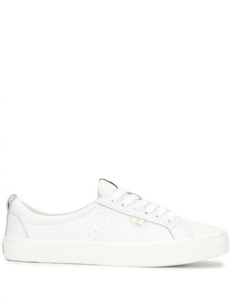 Białe sneakersy skorzane sznurowane Cariuma