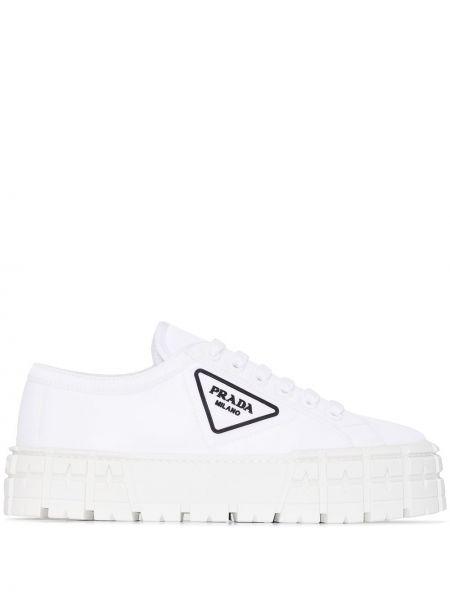 Białe sneakersy skorzane Prada