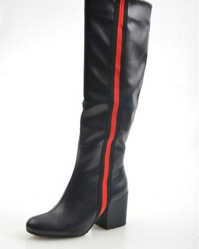 Кожаные сапоги черные на каблуке Wilmar