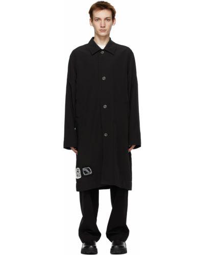 Satynowy czarny długi płaszcz z długimi rękawami Song For The Mute