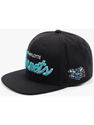 Черная зимняя бейсболка Mitchell & Ness