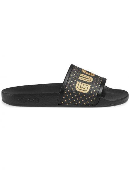 Czarne klapki skorzane z printem Gucci