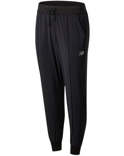 Черная спортивная юбка New Balance