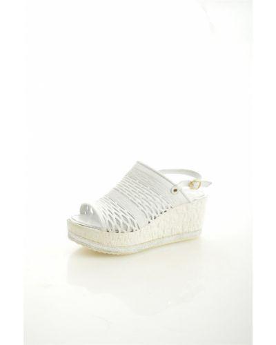 Босоножки белые на каблуке Kruzo