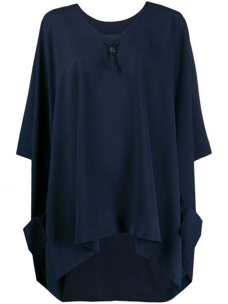 Niebieska sukienka z dekoltem w serek 132 5. Issey Miyake